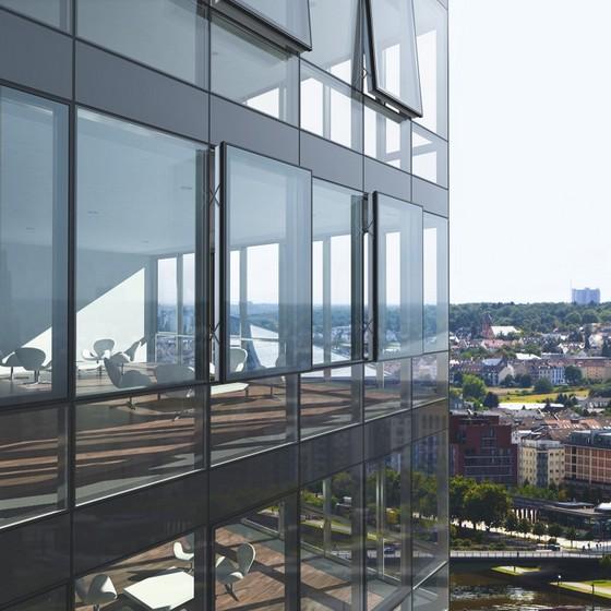 отделка стеклянных фасадов зданий