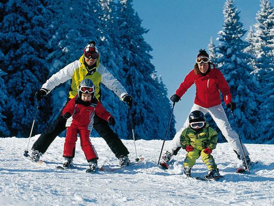 на лыжах всей семьей